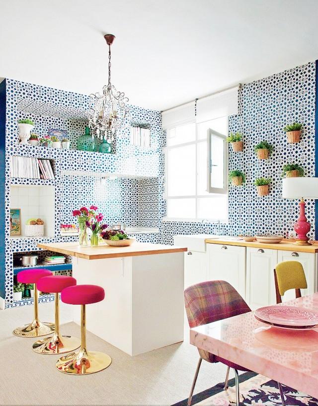 Hiasan dalaman dapur dengan dinding tile bercorak
