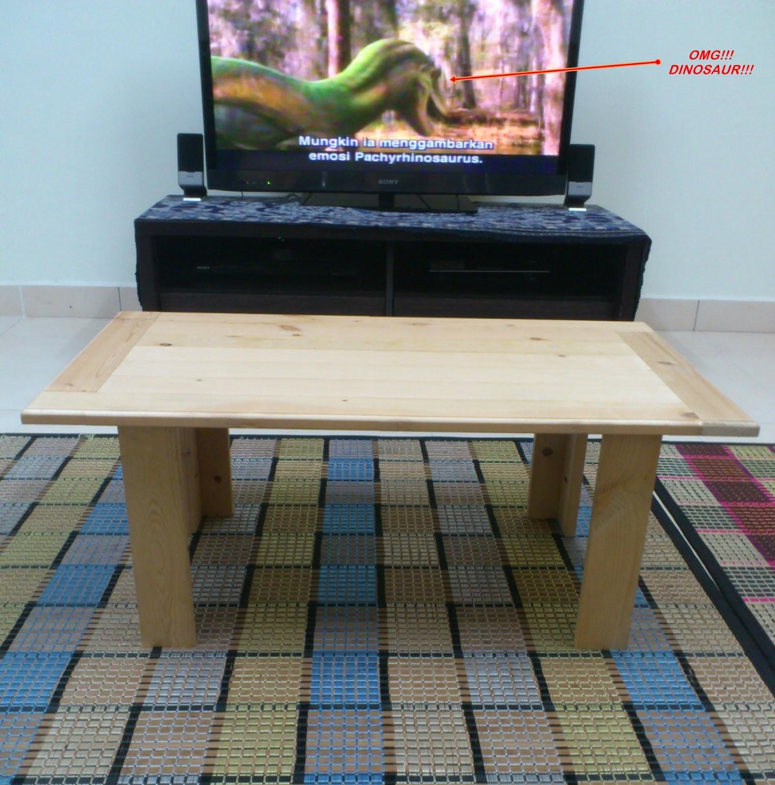 Kayu pallet dijadikan meja jepun untuk ruang tamu atau bilik