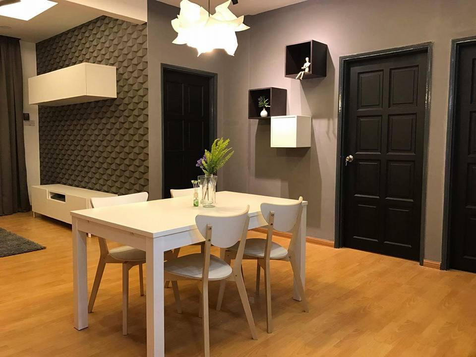 Konsep ruang tamu simple yang cantik ini menggunakan lantai lamina