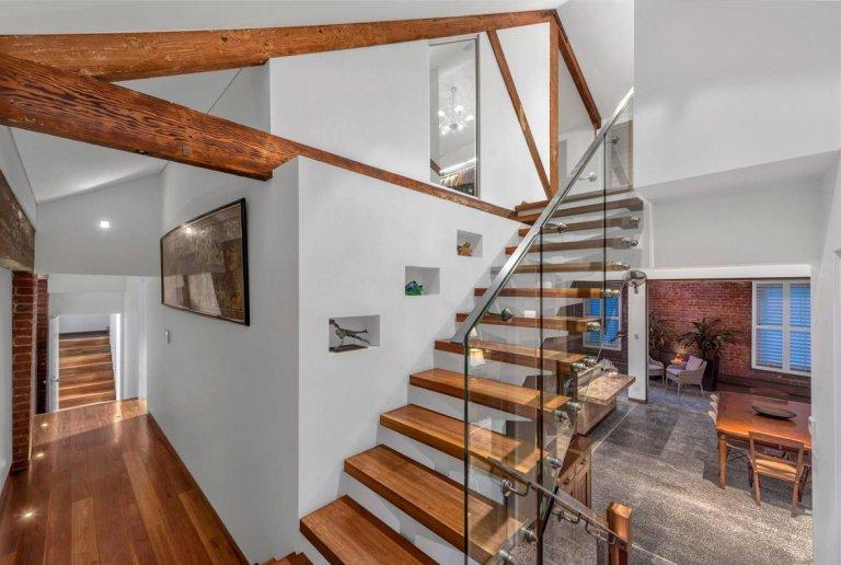 Hiasan dalaman rumah mewah dua tingkat