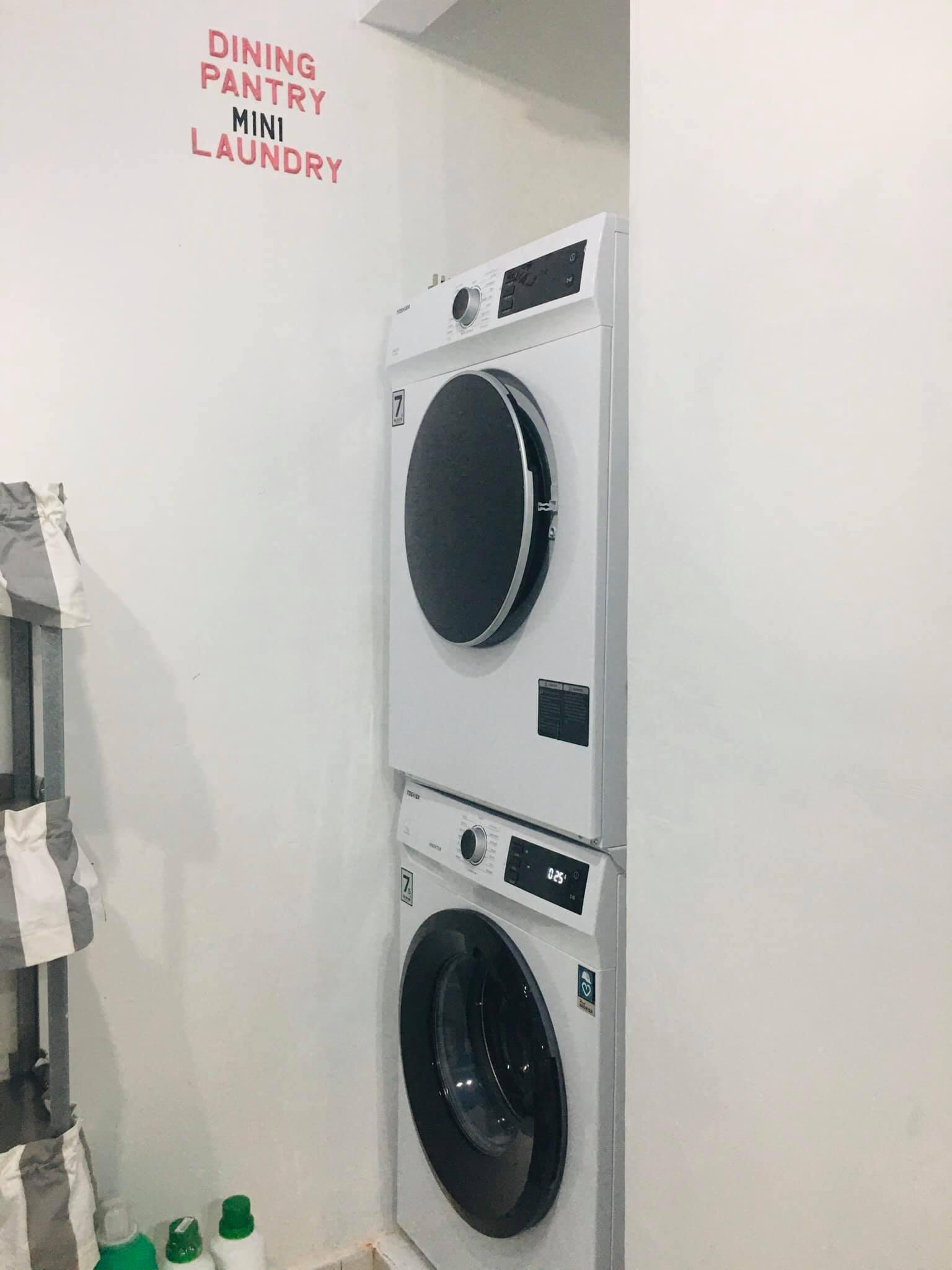ruang laundry putih
